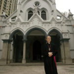 Mons. John Tong scrive al governo di Hong Kong sul diritto di residenza