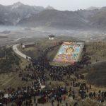 Tibet, una seta gigante per il Festival della preghiera