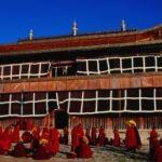 Monastero sotto assedio. Pugno di Pechino sui monaci del Sichuan