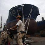 Cina: oltre 1000 operai navali protestano per stipendi