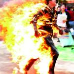 Cina,monaco tibetano si dà alle fiamme. Non si conoscono le sue condizioni