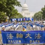 Solenne sfilata attraverso le strade della capitale Usa ricorda persecuzione in Cina