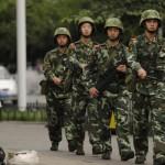 Xinjiang: dopo gli scontri etnici, l'esercito torna per le strade