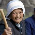 """La Cina introduce l'obbligo della """"pietà filiale"""", dopo averla distrutta con la legge sul figlio unico"""