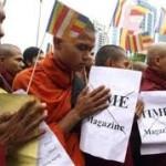 MYANMAR – Yangon, monaci e cittadini in piazza in difesa del buddismo. Attivista: Temiamo nuove violenze