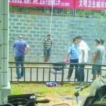 Cina:  Legato al muro per cinque ore, l'umiliazione pubblica di un ladro cinese