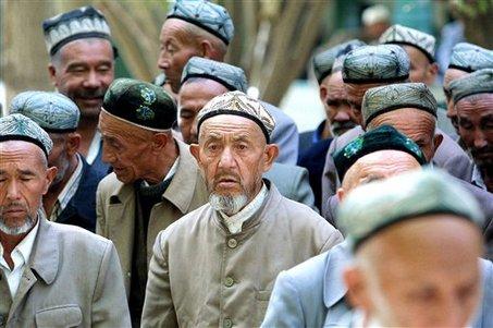 Xinjiang: 1 milione di Uiguri sono rinchiusi nei lager di rieducazione o impazziscono nelle cliniche psichiatriche