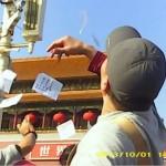 Petizionisti scendono in piazza Tiananmen durante festa nazionale cinese