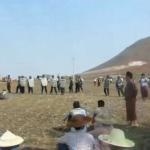 BIRMANIA-Letpadaung : Agricoltori protestano contro confisca forzata terreni. Autorità con bulldozer bonificano e recintano.