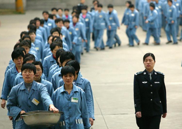 CINA - Pechino - la Corte Suprema del Popolo: Basta con l'uso della to...