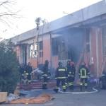 A fuoco ditta di confezioni cinese al Macrolotto: due morti e tre feriti, ma ci sono dei dispersi