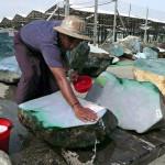 BIRMANIA: Cresce il commercio di giada birmana, ma è allarme per la salute dei lavoratori