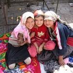 PECHINO tenta di standardizzare gli abiti tradizionali Uiguri. E' l'ultima intromissione nella vita religiosa degli Uighuri (Video rivolta 2009)