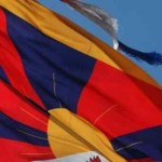 Buddisti italiani minacciati da cinesi, bandiera del Tibet tolta dallo stand
