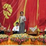 Suu Kyi sfida i militari a modificare la Costituzione di Myanmar nel 2014.