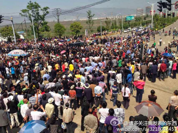 Contadini cinesi perdono la terra e la vita per finanziare governi loc...