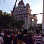 CINA: Polizia si scontra con 200 cristiani che difendono la croce della loro chiesa a Wenzhou (Video)