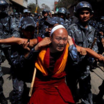 TIBET: Autorità cinesi stanno costringendo i Tibetani del Kardze a partecipare alla campagna anti immolazioni