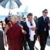 Il Dalai Lama atterrato a Pisa: «Qui per promuovere l'unità tra i 7 mi...