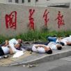 CINA. Sette cinesi tentano il suicidio davanti alla sede di un giornal...
