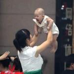 Il lato oscuro della vendita dei bambini alle coppie senza figli in Cina
