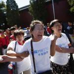 Cina. La protesta delle famiglie dei dispersi del Boing 777