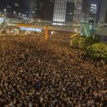 "Hong Kong in piazza. La Cina al mondo: ""Non vi immischiate"""