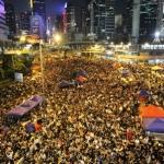 "Hong Kong: decine di migliaia di persone in piazza, per lanciare una ""Occupy di lunga durata"""