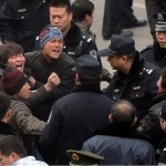 Cina-Rivolte popolari, otto scioperi al giorno per i primi sei mesi dell'anno