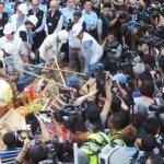 HONG KONG – CINA. Occupy Central: via barricate e tende da Mong Kok