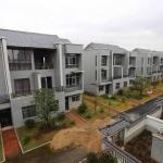 Milionario cinese regala case di lusso ai poveri del suo villaggio natale (Video)