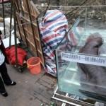 Cina, poliziotti sorpresi a mangiare salamandra gigante reagiscono a botte