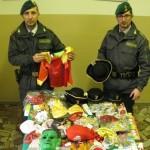 VENEZIA. Sequestrati vestiti e maschere di Carnevale pericolosi provenienti dalla Cina