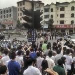Cina, scioperano 5000 operai delle calzature, proteste per sussidi casa,orari massacranti, bassi stipendi,cibo scadente
