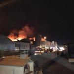 Un capannone cinese distrutto dalle fiamme in via Ombrone a Oste di Montemurlo: la fabbrica era stata sequestrata due volte