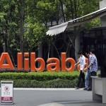 Gucci e Yves Saint Laurent fanno causa alla cinese Alibaba: «vende online i nostri prodotti contraffatti»