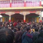 Funzionari cinesi espellono monaci non registrati dai monasteri tibetani