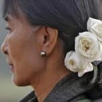 Aung San Suu Kyi in Cina incontra Xi Jinping