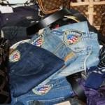 Copiavano i jeans delle ragazzine. Maxi-sequestro. La Finanza denuncia 25 imprenditori cinesi.