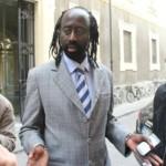 Diop Mbaye, responsabile della comunità senegalese: occorre colpire chi produce e chi stocca i prodotti taroccati. Che si acquistano dai cinesi e dai napoletani.