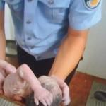 Cina: neonata gettata in un wc, salvata