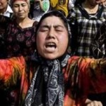 CINA-Pechino mette sotto sorveglianza i telefonini di tutti gli uiguri