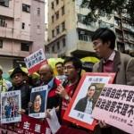 """Hong Kong: """"ricomparsi"""" i librai spariti,confessano e fanno autocritica in TV"""