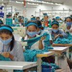 Operaie cambogiane e indiane delle fabbriche di H&M rischiano di perdere lavoro in caso di gravidanza.