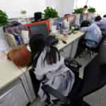 In Cina le aziende fanno dormire i dipendenti in ufficio