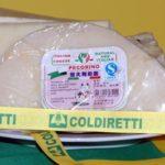 Tutti i falsi del pecorino: da quello cinese (con la mucca) al parmesan
