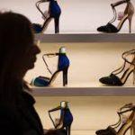I lavoratori sfruttati che producono le scarpe Made in Italy.
