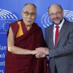 Dalai Lama a Strasburgo fa arrabbiare Pechino: eliminate missioni dei deputati europei in Cina