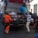 PRATO: i cinesi smaltiscono al volo i sacchi neri di scarti tessili. Proteste degli artigiani locali – Video