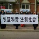 Suore e preti di Anyang manifestano a Tianjin per un edificio della Chiesa, che il governo vuole demolire